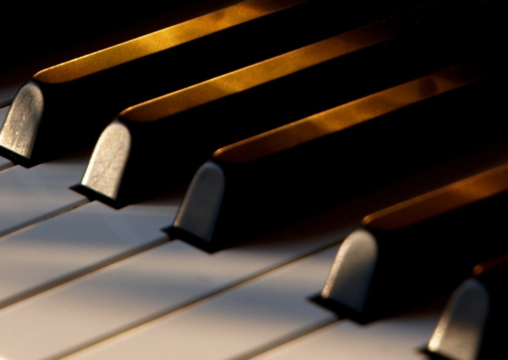 piano keys,instruments in a dream,play the piano,